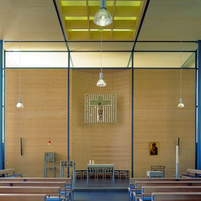 Bau einer Altarwand und Deckenvertäfelung in der katholischen Kirche Altbach (Esslingen)